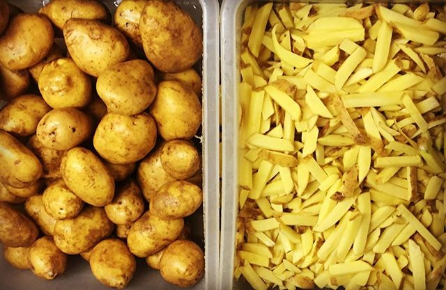 ?Avant? / ApresLa suite, vous la devinez ??? Les bonnes frites maison vous attendent au @leburgerdesenfantsrouges !! #marchedesenfantsrouges #homemade #fresh #foodporn #burgeraddict #lemarais #paris #paris3 #faitmaison #frenchfries #homefries #burger #burgerfermier #bestburgerintown #foodstagram #producteur #foodlover #yummy #miam